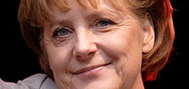 Poraz Merkel na pokrajinskim izborima, jačaju kritike iz Pariza
