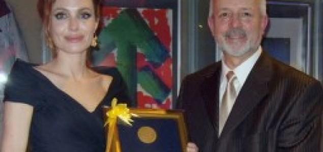 Angelina Jolie dodijeljena zlatna značka Univerziteta u Sarajevu