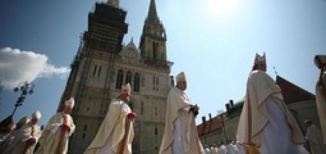 Sandi Blagonić: O diskriminaciji diskriminatora: Utjerivanje katolicinizma u kosti