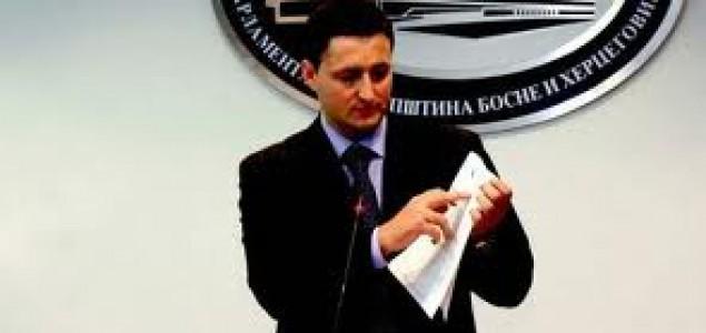 Bećirović poručio Stefanoviću: Ne rizikujte da Vojvodinu i Sandžak počnu proglašavati državama