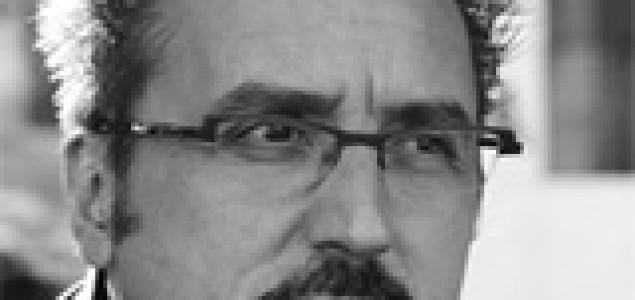 Nikola Petković: Tragikomika dimenzije