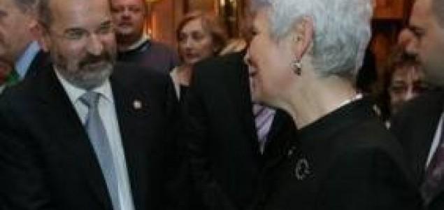 Klauški: Angelina spašava svijet a Kosor ne može ni Hrvatsku