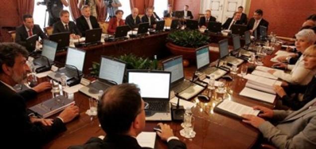 Grč laži na licima glumaca u igrokazu hrvatske Vlade