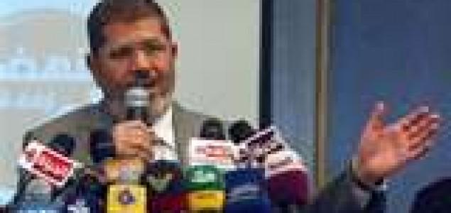 Mursi sazvao parlament, vojska ga upozorava na nezakonitost