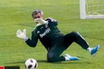 Mourinhu je dosadila klupa: Navukao rukavice pa branio