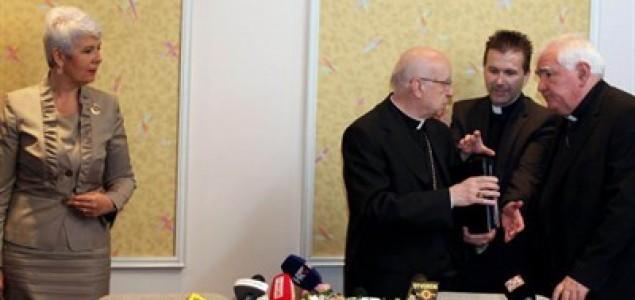 'Vlada traži odobrenje Crkve da provodi zakone'