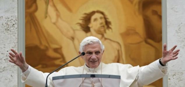 Otkrivaju se razlozi odlaska: Papa je otišao zbog bankovne afere?
