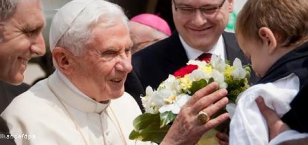 Stigao nam Papa: Molitva  ne pomaže gladnima Oče!