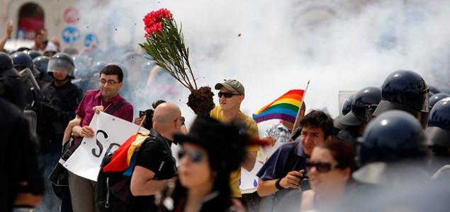 ANTE TOMIĆ: Nemojte biti pederi, dođite na Paradu ponosa