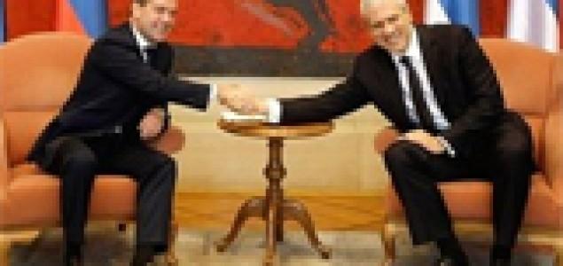 Srbi vole Ruse, Rusi svoj novčanik