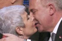 Zašto Htv cenzuriše nepodobne slike: Ukradeni poljupci Ive i Jadranke