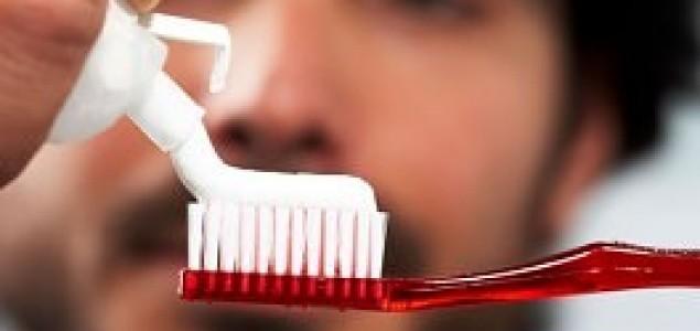 Muškarci, redovno perite zube da ne biste imali problema sa erekcijom