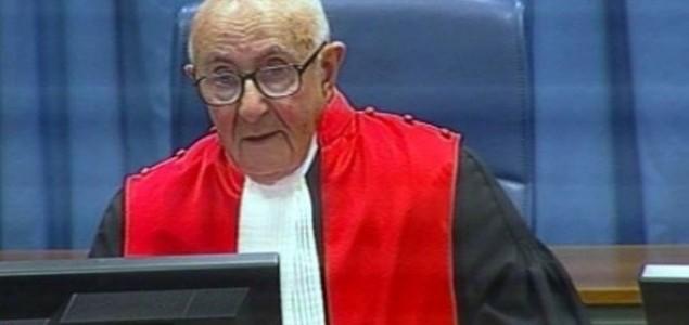 Milan Colić: Sudijski zvižduk