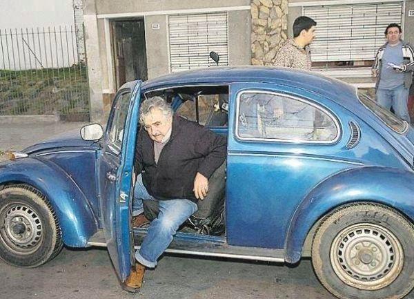 NAMA TREBAJU TRI OVAKVA: Predsjednik Urugvaja vozi bubu... 90 posto svoje plaće daje građanima...