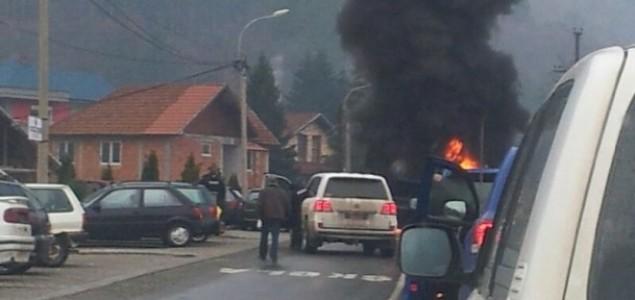 Neredi na Kosovu: Srbi postavili barikade, zapaljene gume