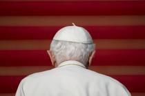 Niži činovnici već godinama prepravljaju papine govore i izmišljaju izjave