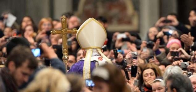 Povlačenje: Papa želi živjeti u izolaciji