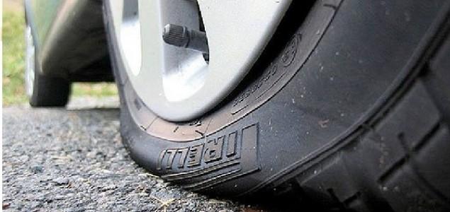 Izbušio 2000 guma na parkiranim automobilima