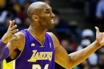 Kobe Bryant dvoranu napustio na štakama