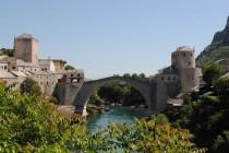 Luđak nožem napada građane Mostara