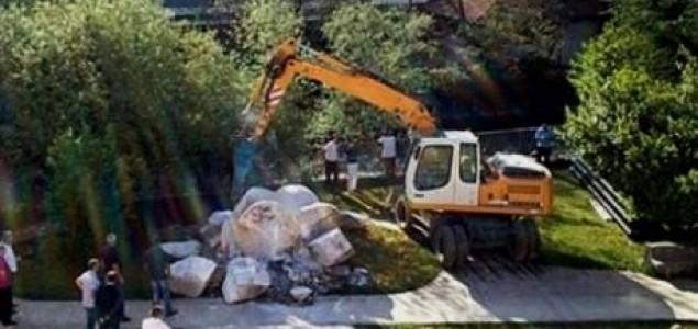 Boris Dežulović: Kako su širokobriješka govna srušila partizanski spomenik