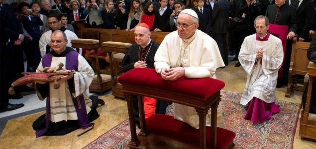 Da li je Papa katokomunista*?