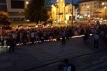 Hiljade ljudi došlo pred Parlament BiH da oda počast maloj Berini