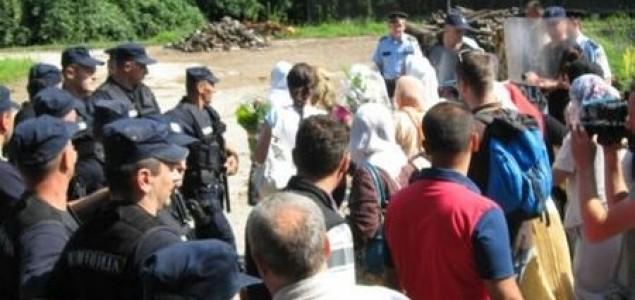 Sramota: Dodikova policija tuče  majke Srebrenice, nekoliko žena provrijeđeno