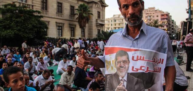 Milioni na ulicama egipatskih gradova traže povratak Mursija