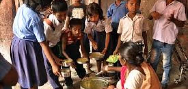 Indija: Djeca piju zatrovanu vodu u školama