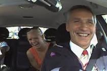 """Norveški premijer na jedno popodne postao taksist: """"Želim čuti što ljudi stvarno misle!"""""""