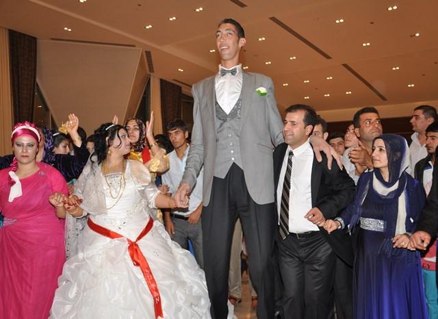 Oženio se najviši čovjek na svijetu  Tacno.net