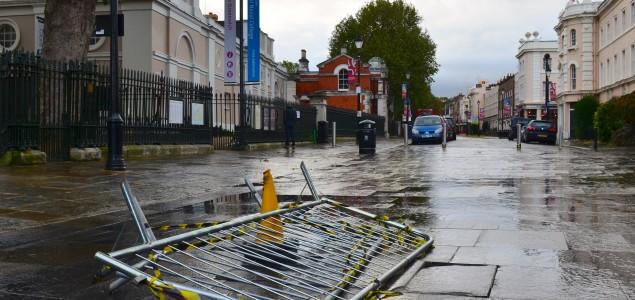 Oluja i jaka kiša paralizirali Veliku Britaniju: U Sussexu nestalo 14-godišnje dijete