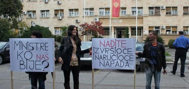 Protest ispred zgrade crnogoraskog MUP-a: Riješiti slučajeve napada na novinare