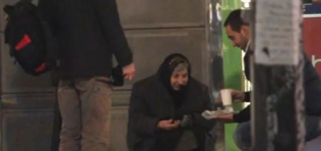 Topao gest u hladne dane: Mladi Beograđani dele hranu beskućnicima
