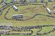 Hiljade ljudi pred Mandelinim kovčegom