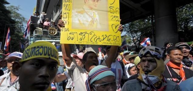 Rođendan tajlandskog kralja zaustavio je prosvjede: Adulyadej pozvao građane da počnu surađivati radi stabilnosti