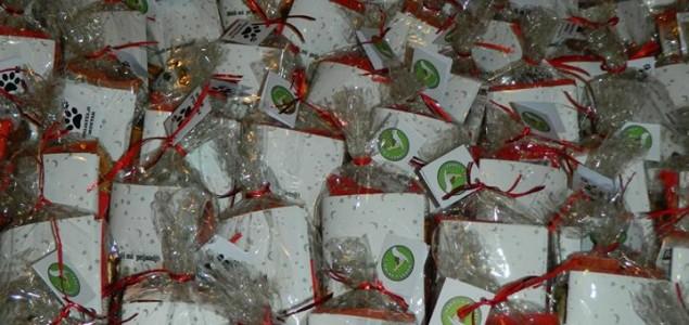 Aktivisti Udruženja Prijatelji Mostar dijelili paketiće najmlađim sugrađanima