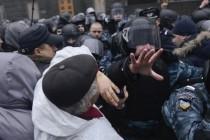 Ukrajina: Demonstranti blokirali puteve prema zgradi Vlade u Kijevu