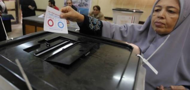 Egipćani glasali za novi ustav: Tijekom dva dana glasovanja uhićeno je oko 400 osoba