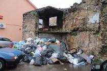 """Štrajk radnika """"Komosa"""" ulazi u treću sedmicu: Mostar zatrpan smećem, građani nezadovoljni odnosom vlasti"""