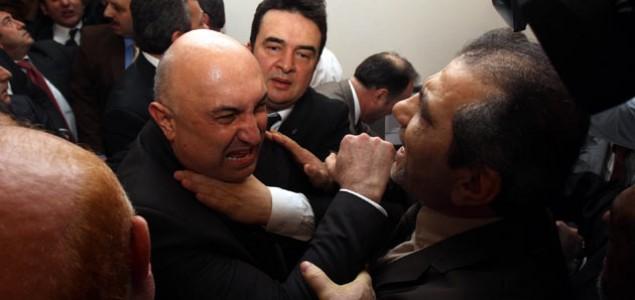 Žestoka rasprava: Turski zastupnici se gađali flašama i tabletima