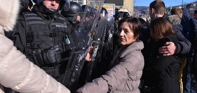CIN: Niko od čelnika stranka nije preuzeo odgovornost za demonstracije, niti ponudio ostavku