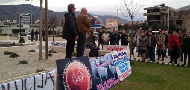 Novinari i predstavnici plenuma izbačeni iz Skupštine