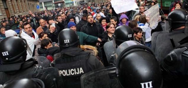 Protesti u Bosni: Mlad i nezaposlen? Sam si kriv!
