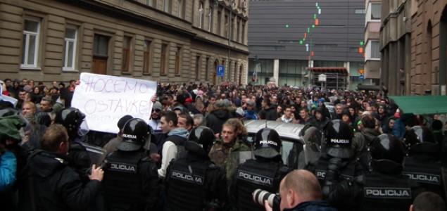 Protesti: Ostavke bando!