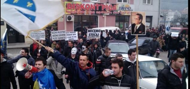 Građani upali u zgradu Vlade Tuzlanskog kantona