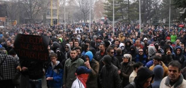 Javni medijski servis kao okupirano javno dobro: Kako je Radio televizija RS-a, dio javnog servisa BiH, izvještavala o protestima