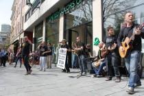 Dubioza kolektiv rasplesala Sarajevo: Održali mini koncert u centru grada