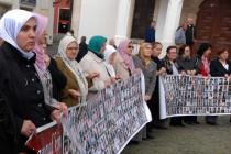 Žene Srebrenice na protestu u Tuzli osudile jednostranu odluku Holandije o odšteti porodicama žrtava